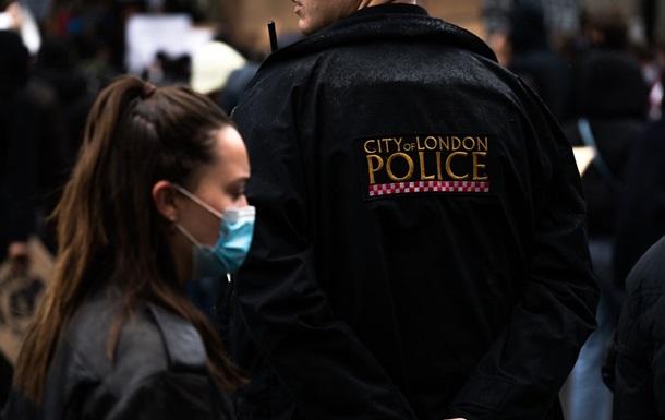 Полиция Британии намерена врываться в дома граждан на Рождество