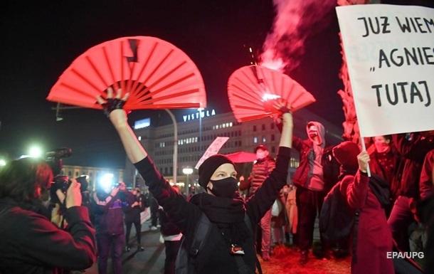 В Варшаве к протестующим применили газ и дубинки